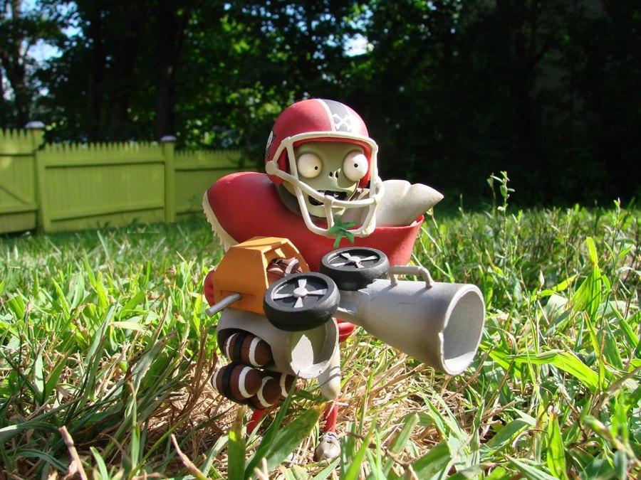 Diamond Select Toys and PopcapTM to Launch Plants vs. Zombies ...