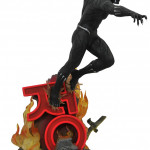 blkpantherpremierstatue_side2